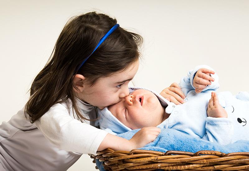 davide posenato fotografo bambini torino occhi blu gionata beatrice bacio