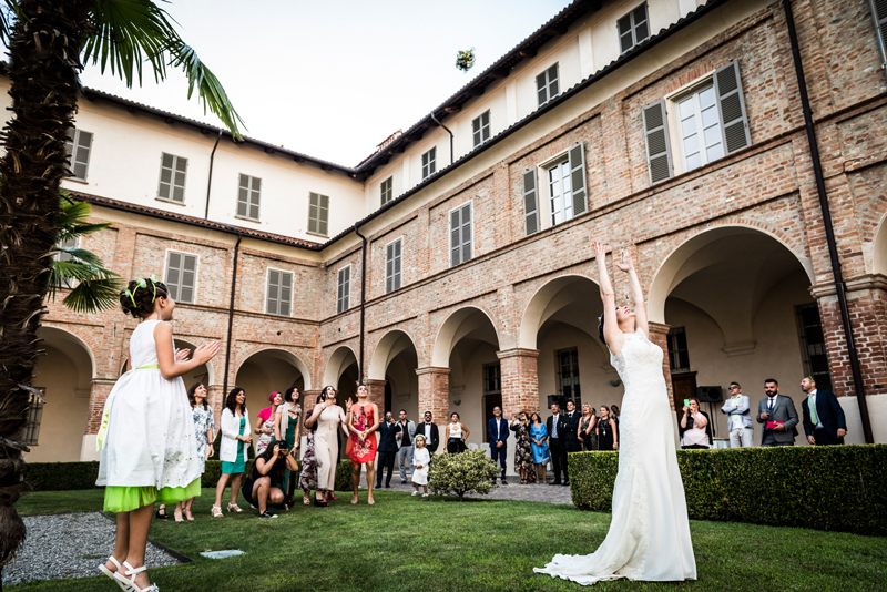 davide posenato fotografo matrimonio a cherasco torino cuneo lancio bouquet somaschi